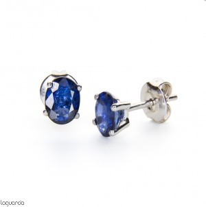 Earrings in white gold with sapphire