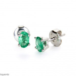 Earrings in white gold with emerald