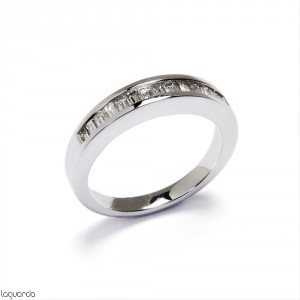 Wedding ring with white gold and 14 natural diamonds baguette