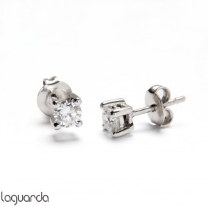Earrings in white gold with natural diamond