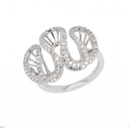 White gold ring with natural diamond