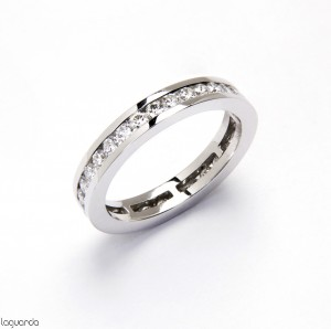 Wedding ring with white gold and 32 natural diamonds